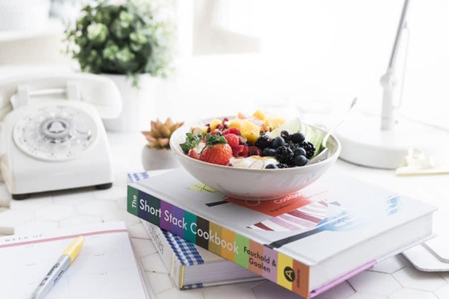 غذای سالم و محیط کاری شاد
