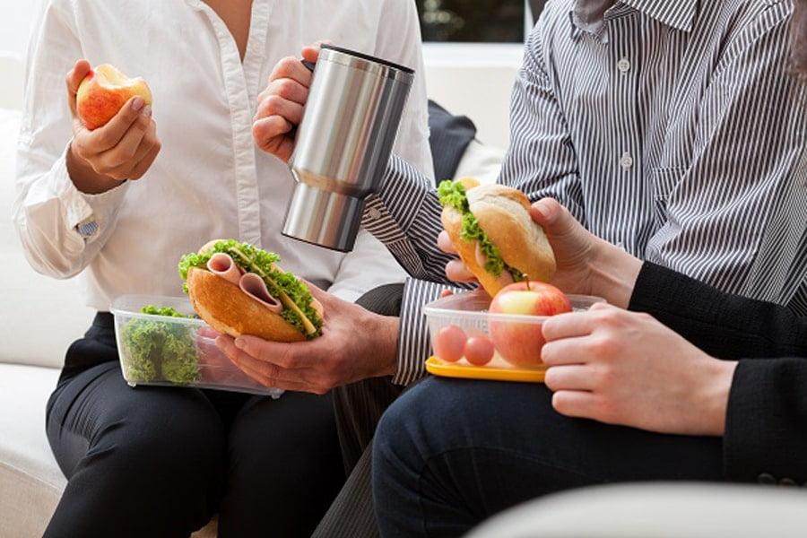 وقت ناهار و محیط کاری شاد