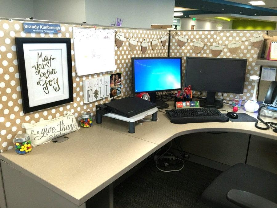 میز مرتب و محیط کاری شاد