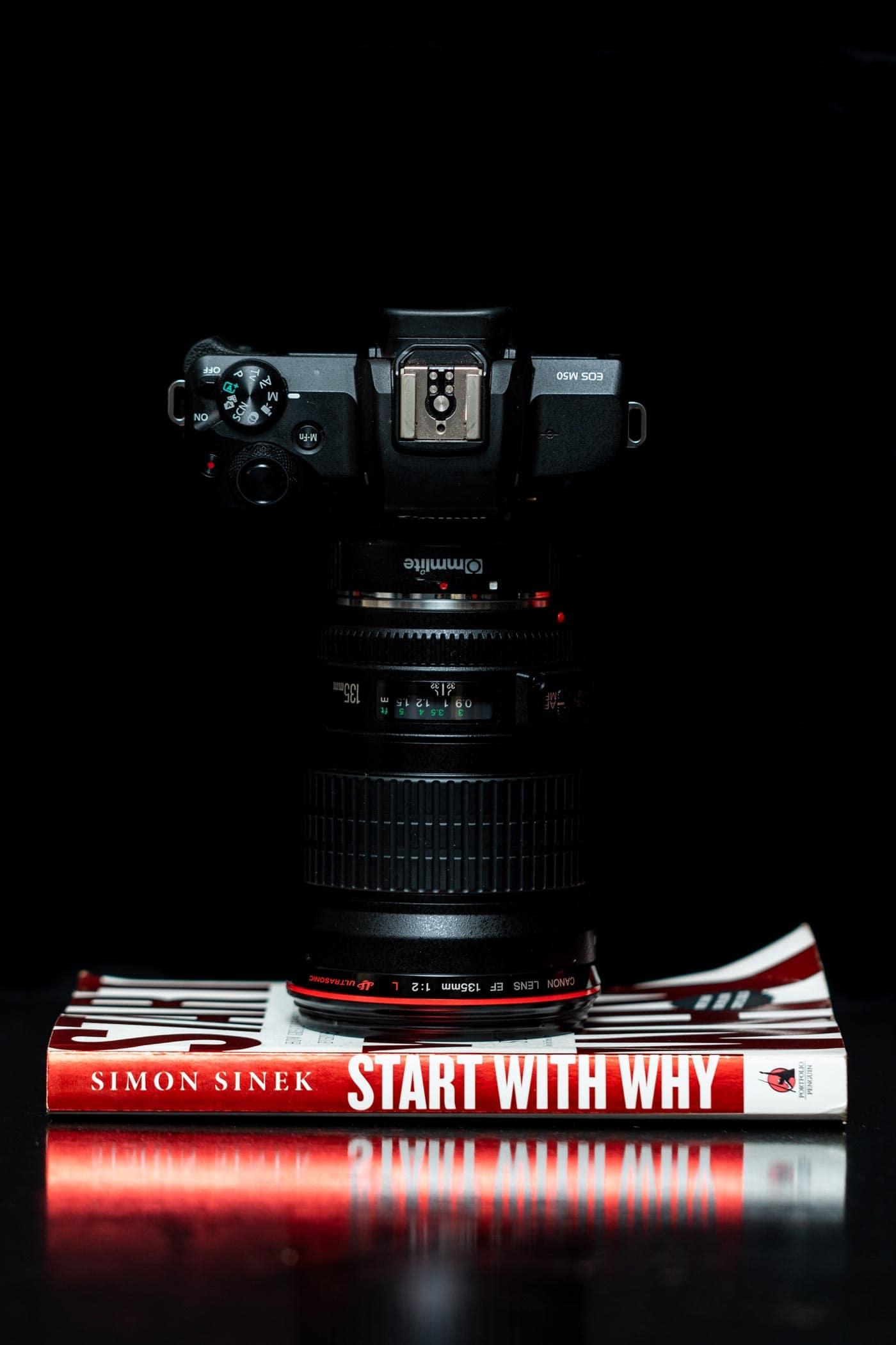 50 ایده ناب و خلاقانه برای عکاسی از کتاب | کاغذ رنگی