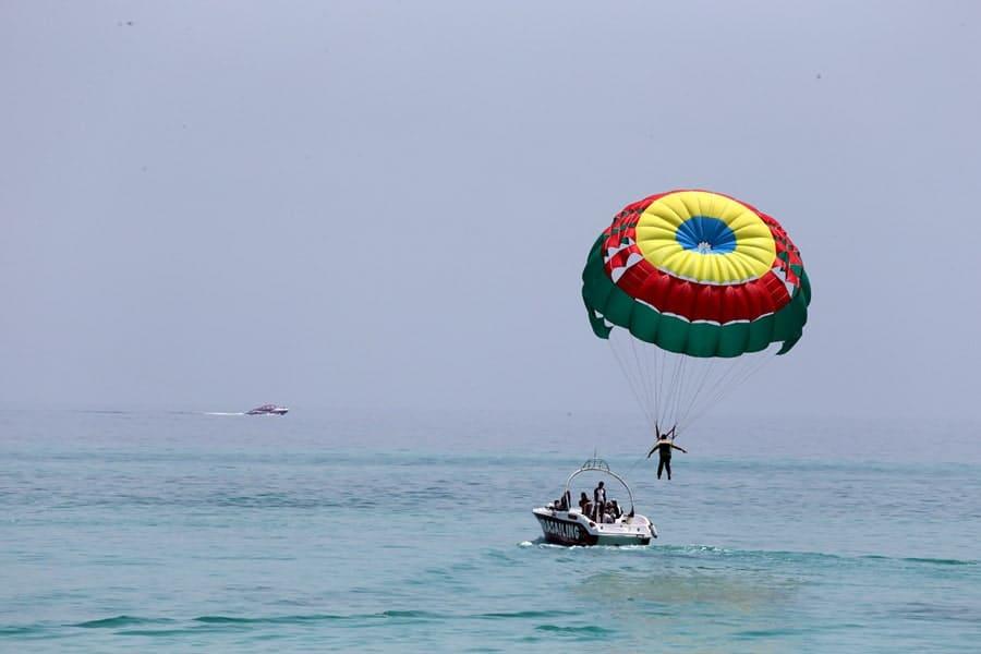 نکاتی پیرامون چتر بازی روی دریا و پاراسل کیش