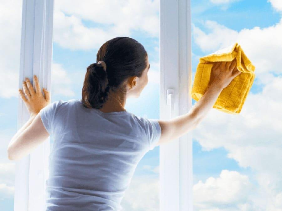 شستن و گردگیری پنجره ها
