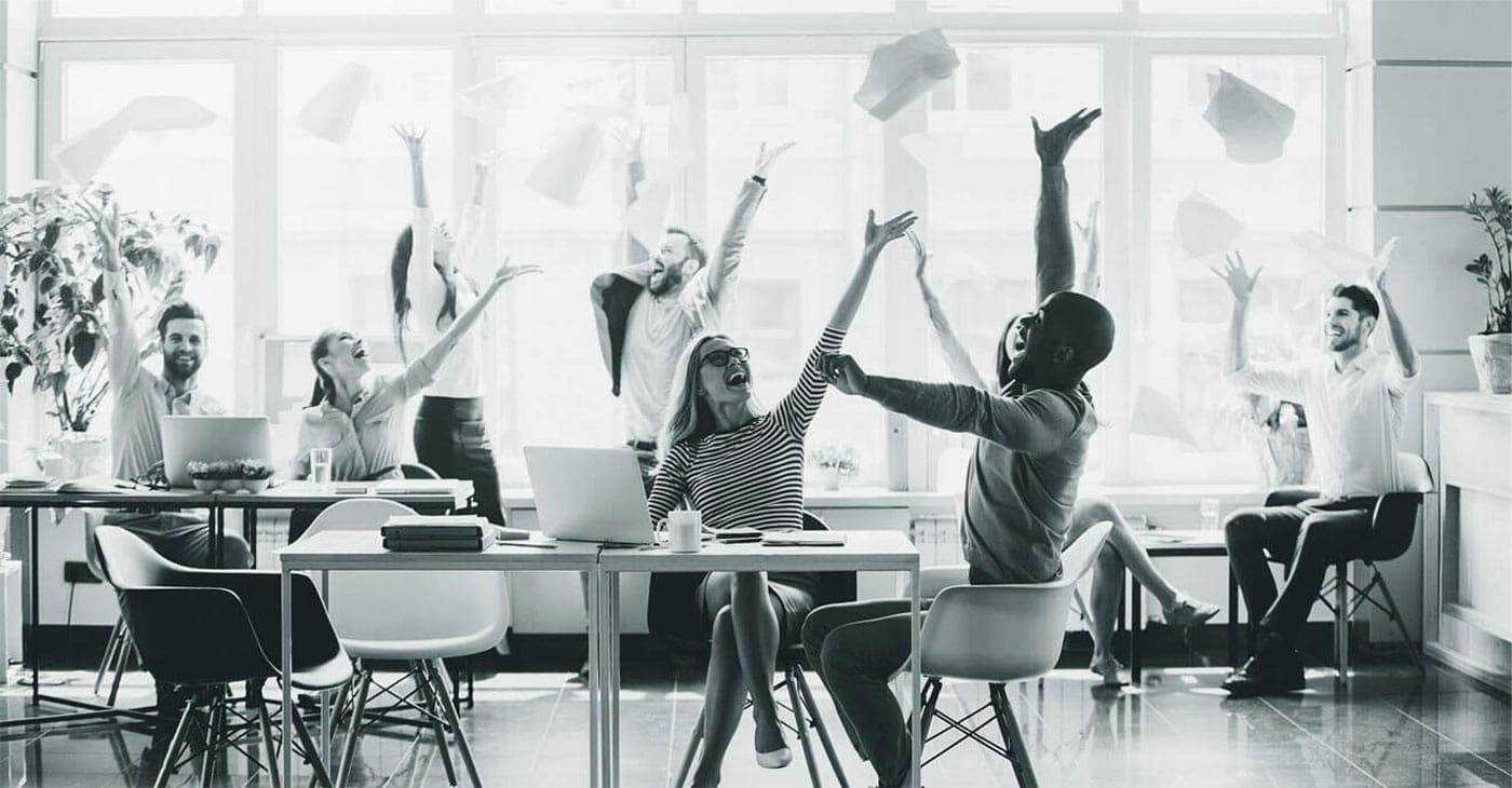 محیط کار شاد داشته باشیم