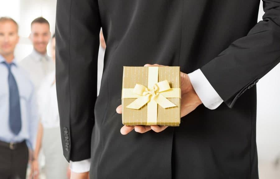 هدیه رئیس به کارمندان