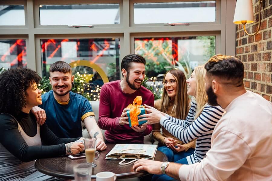 اصول خرید هدیه برای همکاران