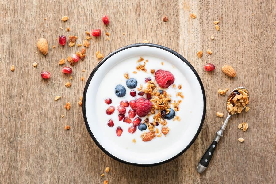 ماست یونانی یک ایده جالب برای تجربه صبحانه های متنوع