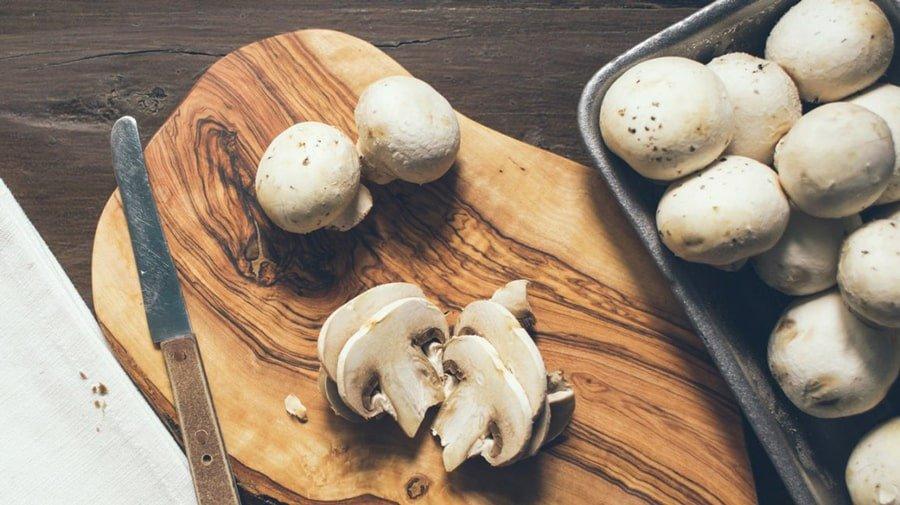 حقله کردن قارچ برای طرز تهیه ذرت مکزیکی
