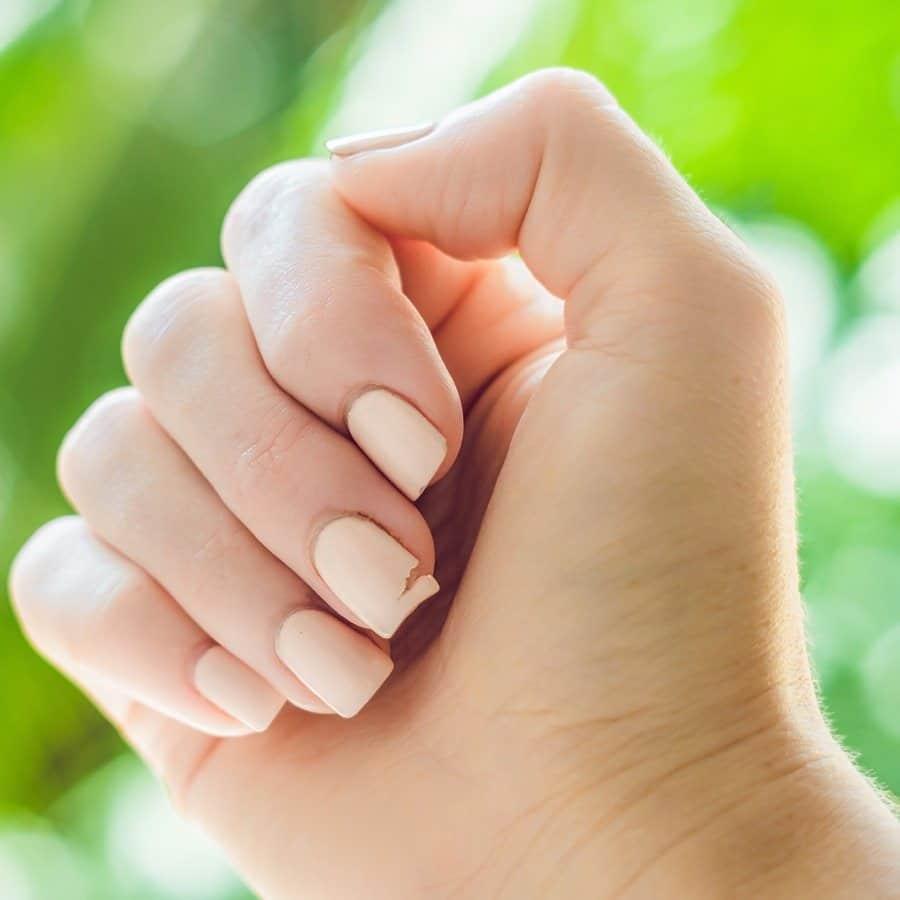 عوامل موثر بر آسیب دیدن ناخن ها