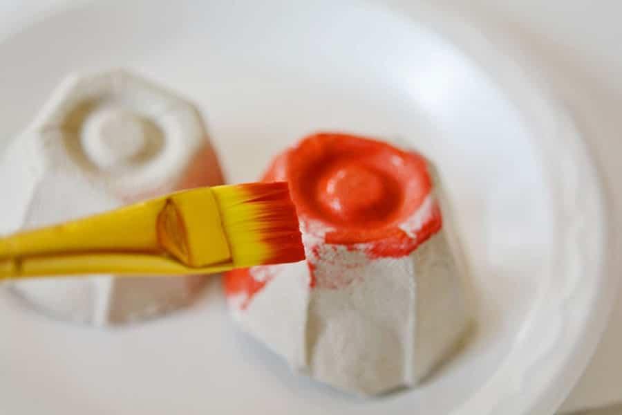 ساخت کاردستی کفشدوزک با شونه تخم مرغ تنها در هفت مرحله