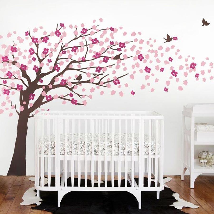 رنگ آمیزی درخت روی دیوار