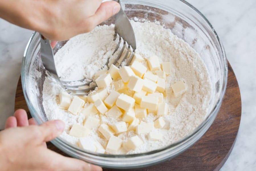 شیرینی هلویی را فقط در 4 مرحله با کمک تصویر به راحتی در خلنه درست کنید