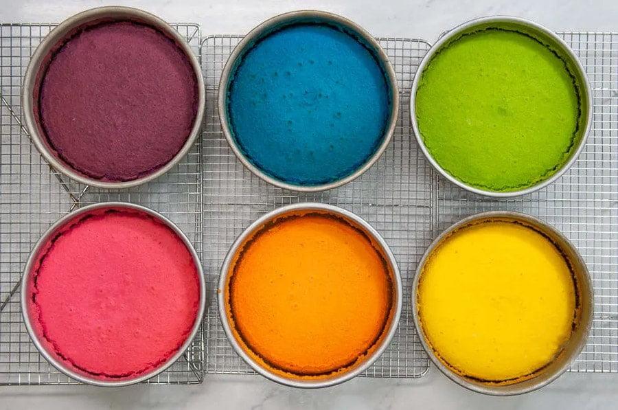 کیک اسفنجی رنگی برای درست کردن کیک رنگین کمان