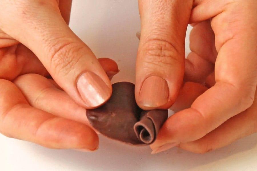 مراحل ساخت گل شکلاتی