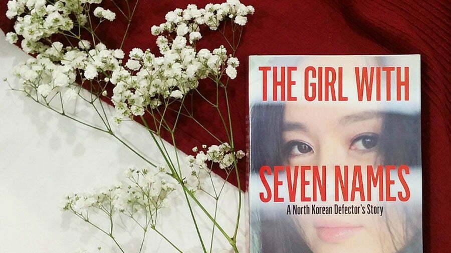 معرفی کتاب دختری با هفت اسم