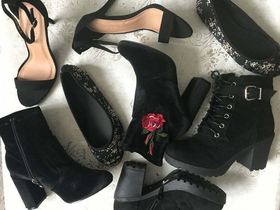یک جفت کفش مشکی