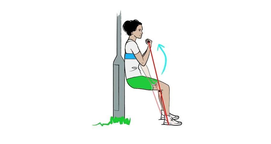تمرین در پارک تمرین با کش ورزشی