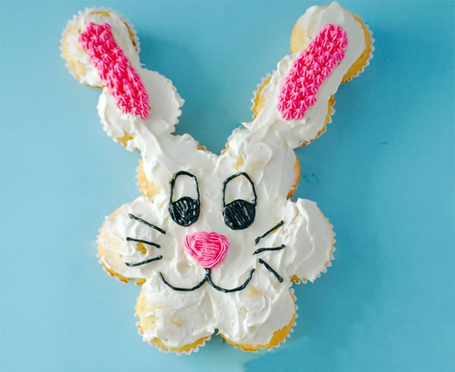 کیک تولد خرگوشی با کاپ کیک