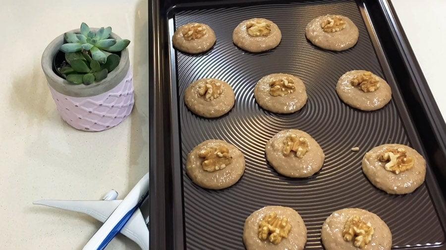 مراحل طرز تهیه شیرینی گردویی