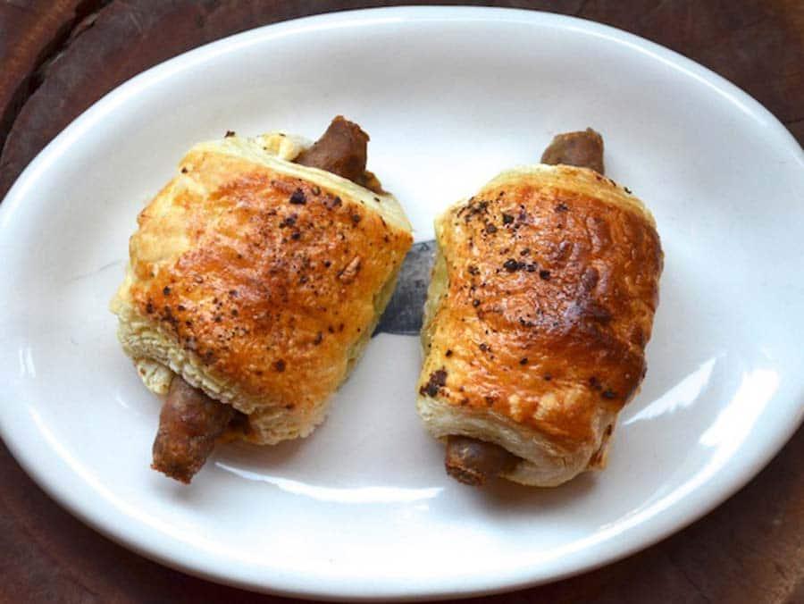 رول صبحانه سوسیس قارچ و پنیر چدار