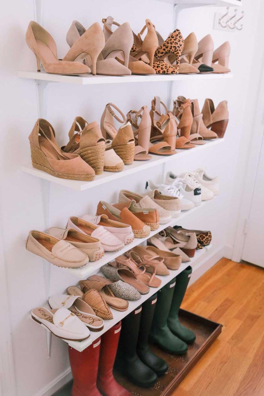 چیدن کفش ها کنار هم