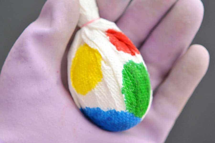 رنگ آمیزی تخم مرغ ها