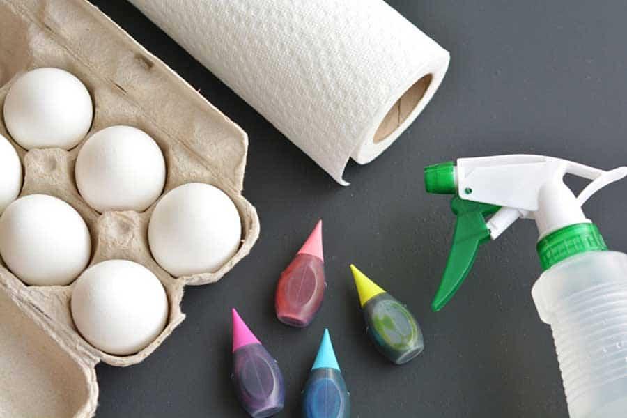 رنگ کردن تخم مرغ های عید
