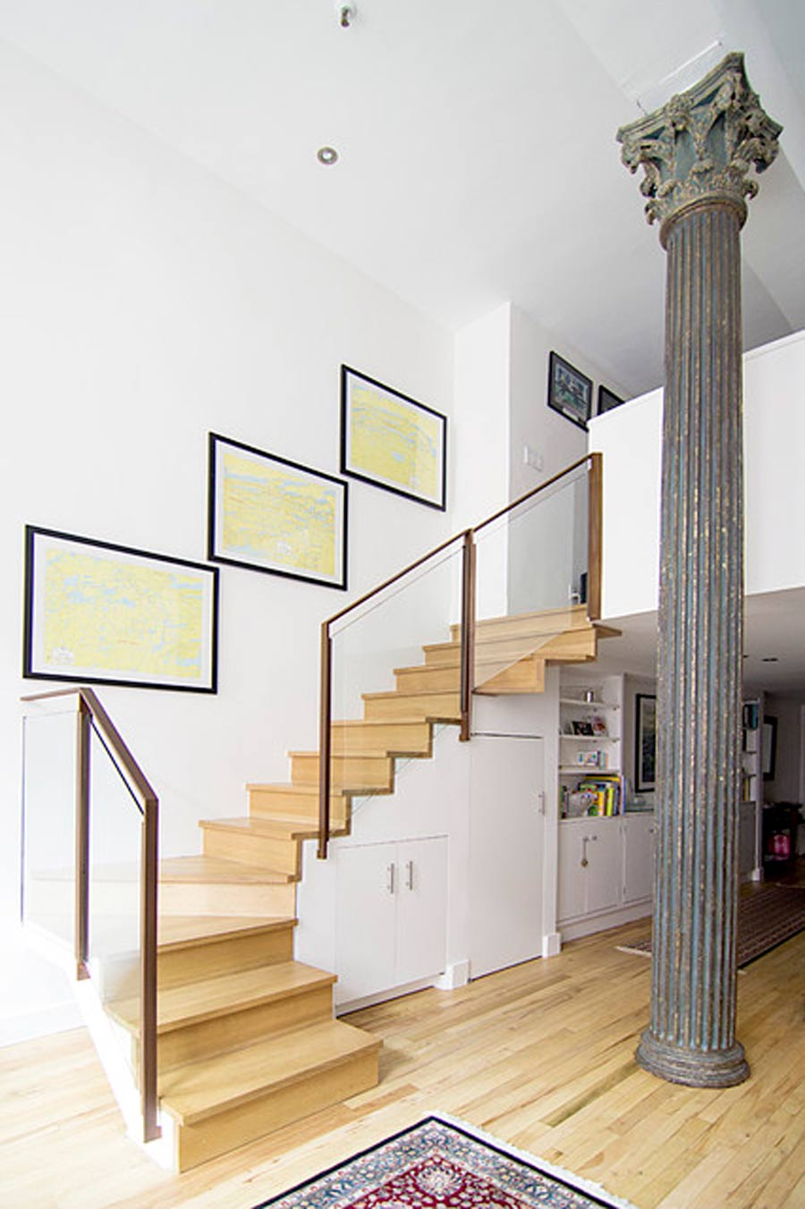 ستون سنگی از بهترین ایده های دکور ستون وسط خانه