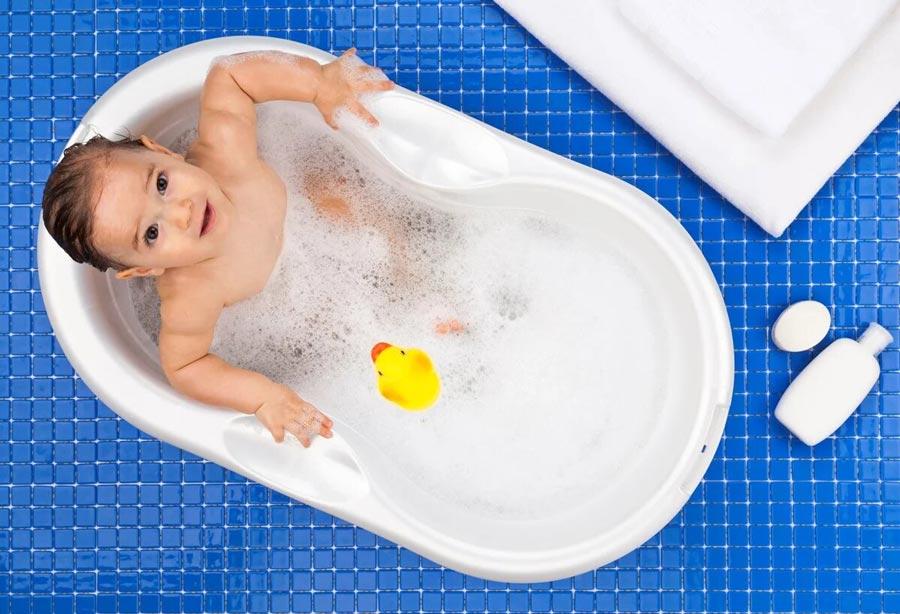 عکس نوزاد در حمام