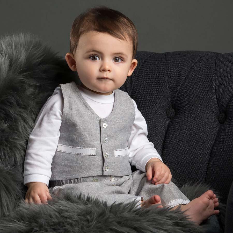 عکس نوزاد با لباس مردانه