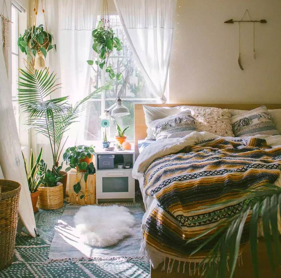 گل در اتاق خواب
